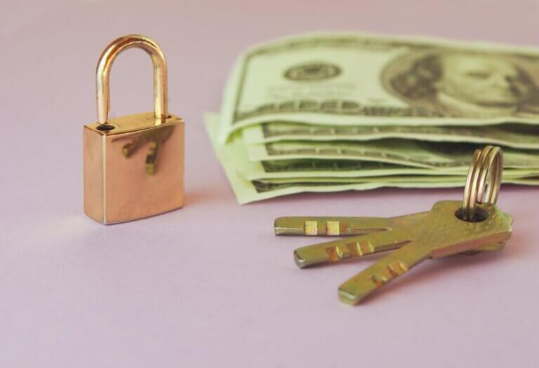 geld slot en sleutels marktplaatsfraude